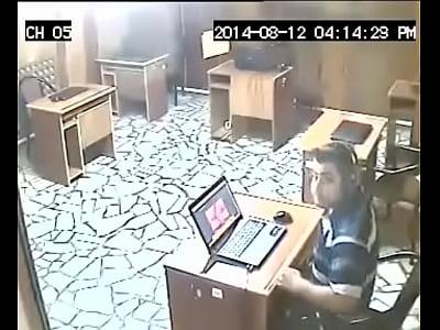 porno video por El pajero de la Oficina777
