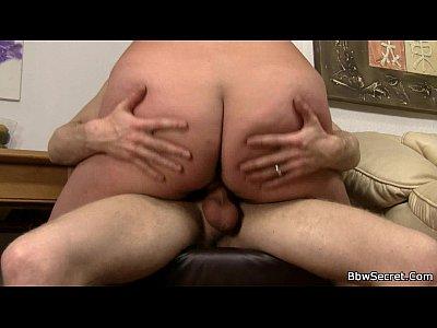 La trampa de grasa esposa monta su polla