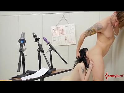Goth girl eating ass