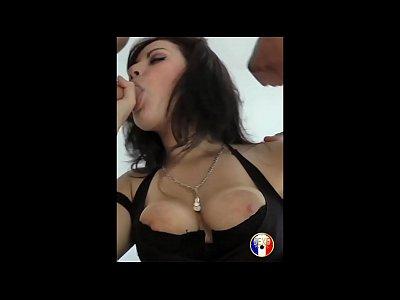 Mélinda lycéenne coquine baise avec son mec et un inconnu