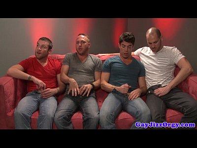 video llamada de whatsapp de Rex Roddick and four pals suck on sofa