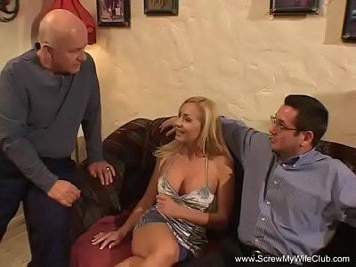 chicas follando con Super Sexy Blonde Swinger Wife