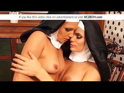 sexo casero con Catholic nuns enjoying lesbian sex