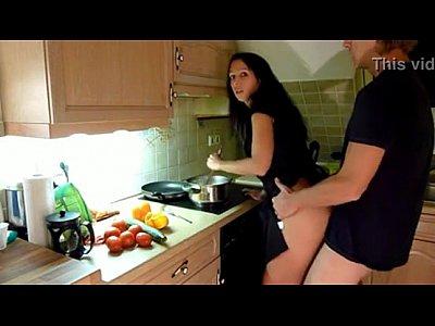 sexo casero con Cogiendo en la cocina despues de trabajar