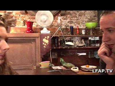 Salope francaise se fait defoncer le cul sur le canap