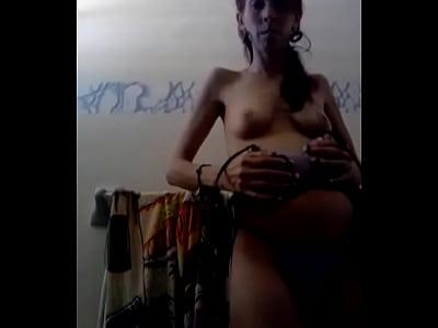 Boricua quitandose la ropa