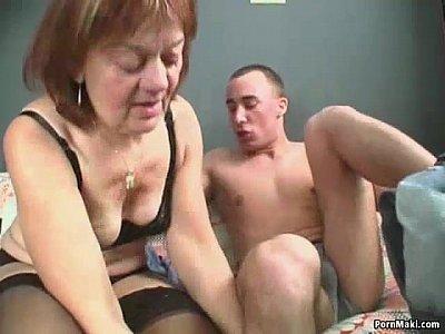 Sexy abuela en viejos y jóvenes de acción