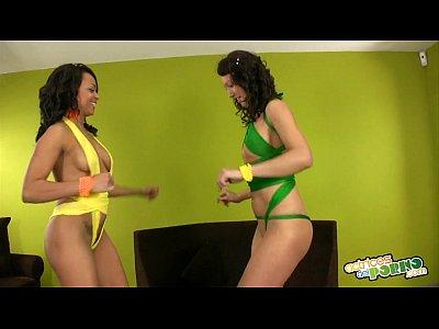 Samba Ruso Brasileña - Two girls gets wild