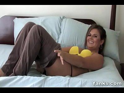Yanks Cutie Eleena Masturbating