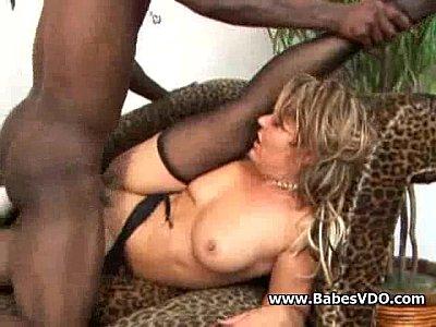 Caliente mama follada por la polla negro