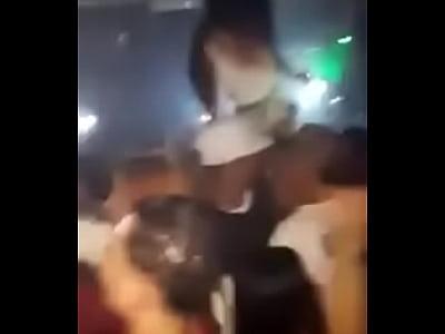 Fiesta en la discoteca parte 1