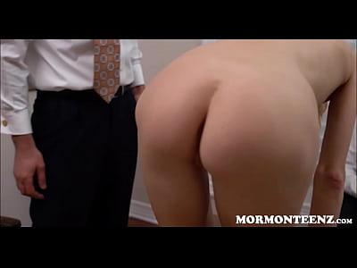 Mormón adolescente follada mientras el novio relojes