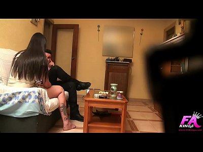 Invitó a una chica a su lugar sólo para follar y grabar