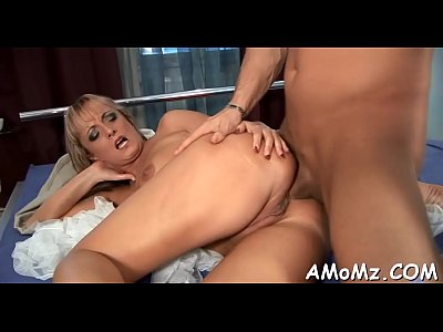 Lamiendo y follando sexy mama