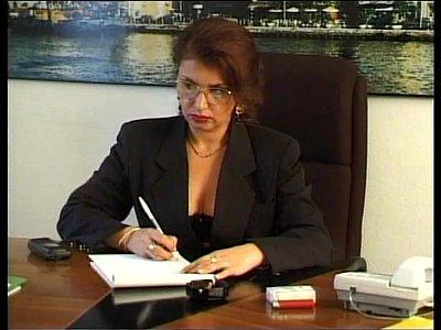 xxx video en A goofy boy facing the sexy principal dreams to fuck her on the desk!