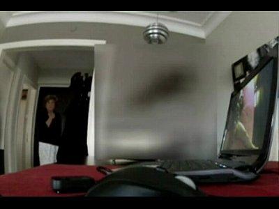Mama ve el video porno de su hija, la mamá fascinado por las hijas sextape