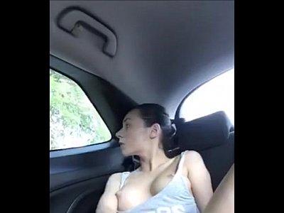 chicas follando con Se corre en el coche