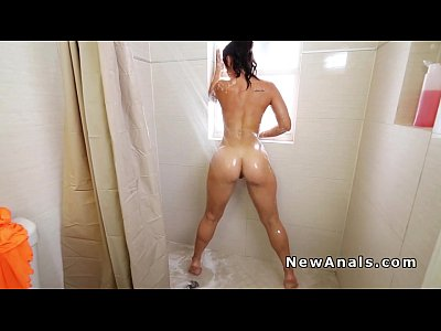 Twerking beauty anal banged after shower