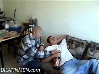 chicas follando con Sucking A Fat Latino Cock