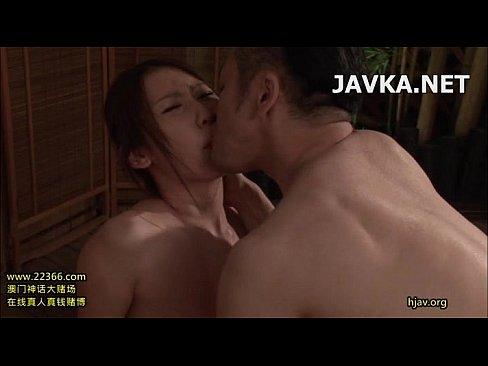 XVIDEO お風呂に乱入してきた男に強制フェラをさせられる人妻