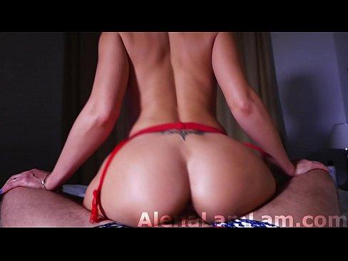 Blondina Are Forme Apetisante Si Erotice