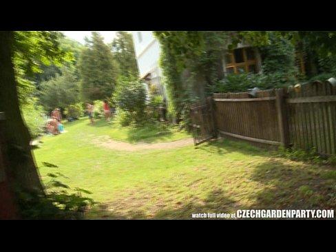 Grup De Turisti Orgie Sexuala Futai La Greu Pe Iarba Verde Si La O Cabana