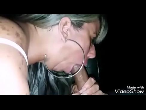 kelly mamando e babando num pau