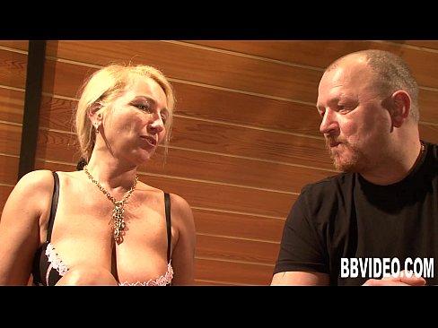 Онлайн порно зрелую ебут два мужика — photo 3