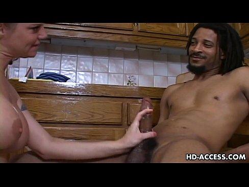 Fututa Pe Scaun In Bucatarie De Un Negru Cu Pula Mate Xxx Porno 2016