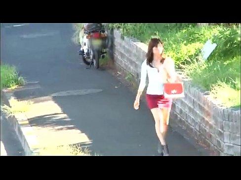 近所で見つけたスレンダー美女をストーカーして下着やオナニーを盗...