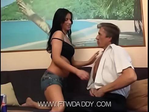 Отец и дочь ебуться перед камерой