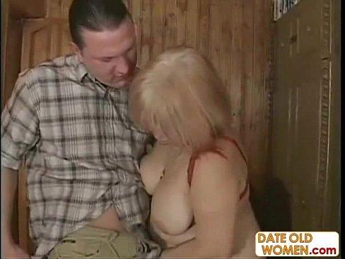Пожилую бабу трахнули раком на улице, частные порно фото девушек крупным планом смотреть