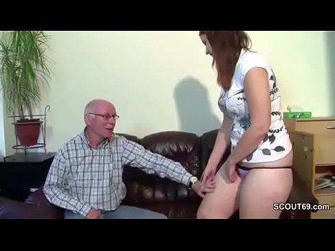 Grasuta Este Fututa De Bunicul De 65 De Ani In Pizda