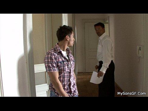 Секс видео отец ебет девушку сына
