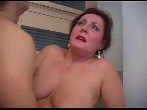Mature Mom Bella Houswife Ass Pumped