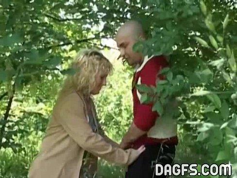 O Duce In Padure Dar Nu Vrea Sa Faca Sex In Padure Decat Acasa