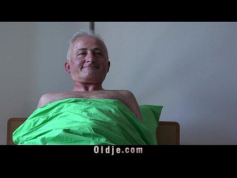 Foreskin on penis skin bridge