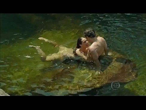 paolla oliveira nadando pelada em felizes para sempre