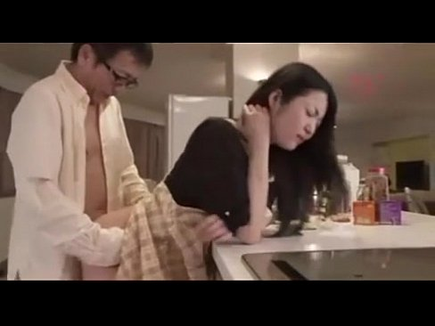 キッチンでセックスする巨乳人妻()