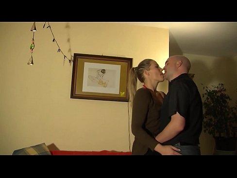Junges Ehepaar fickt nach putzen – HD