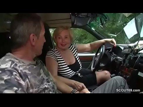 Mutti ist Taxifahrerin und fickt gerne mal mit ihren KundenXXX Sex Videos 3gp