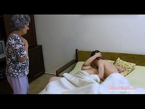 Bunica Lor Matura Se Baga La Un Sex Cu Ei Ca Vrea Sa Incerce Ceva Nou
