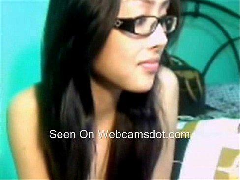 น่ารัก เอเชีย สาว In Glasses ช่วยตัวเอง