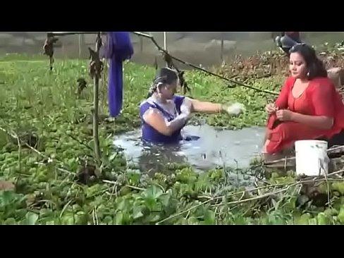 Bangladeshi sexi girls open bath in a ponds's Thumb