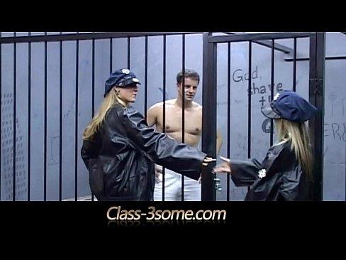 гиг блондинка в плену эротика