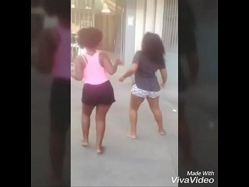 gostosas de angola dançando o corno