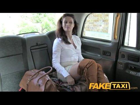 smotrit-dirku-realnaya-porno-video-s-taksistami-na-mobilnom-rumyanie