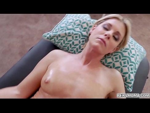 Hot milf sofie feeding her hungry vagina