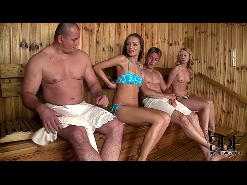 В сауне с подругой порно