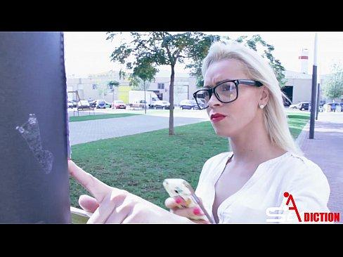 Secretara Blonda Decide Sa Iti Dea Pizda Sa O Futi Mult